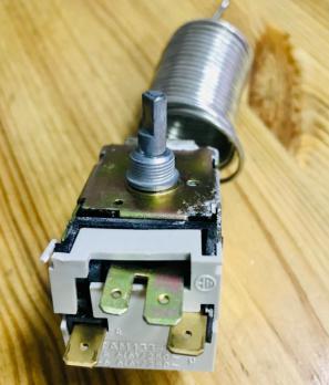 Термостат холодильника ТАМ-133 длина капилляра 2 метра